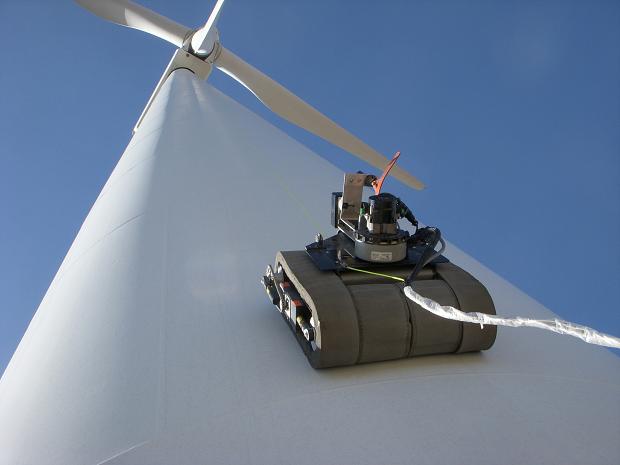 Veículo robótico escalando turbina (Foto: Reprodução/Business Wire)