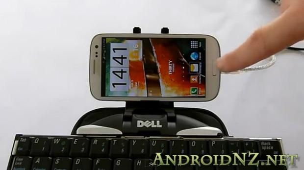 Galaxy S III tem compatibilidade com diversos periféricos (Foto: Reprodução/YouTube)