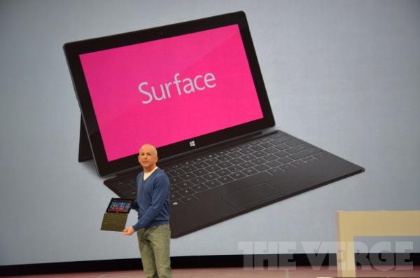 Surface com seu corpo fino vem capa cover e com teclado fino (Foto: Reprodução / The Verge)