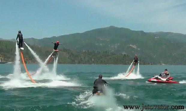 Jetovator voa e se move com desenvoltura sobre a água (Foto: Reprodução)