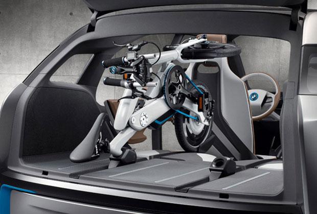 Consumidor poderá dobrar a bicicleta para levá-la no carro (Foto: Reprodução)