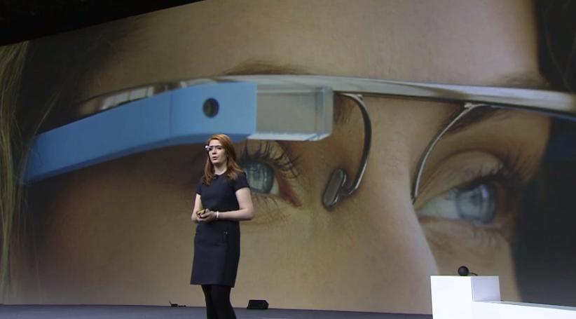 Project Glass no palco do Google I/O 2012 (Foto: Reprodução/YouTube)