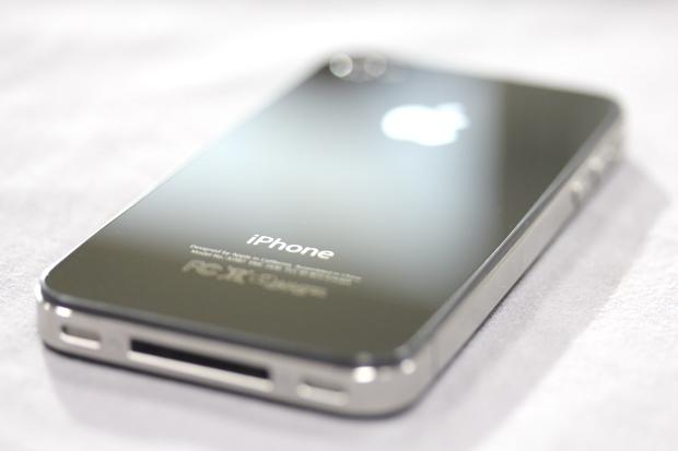 Detalhes do design do iPhone são copiados por muitas fabricantes ainda hoje (Foto: Allan Melo / TechTudo)