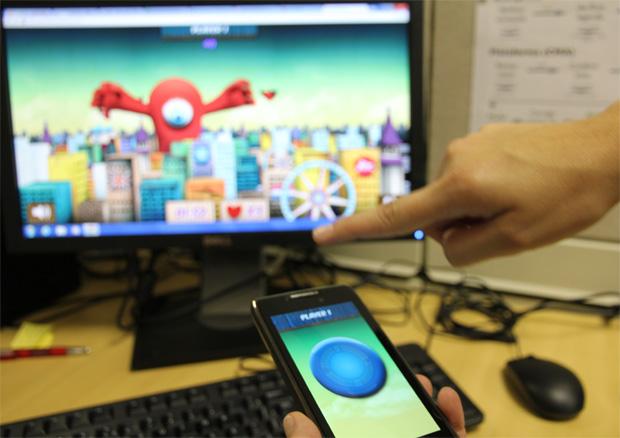 No Frisbee Rush você lança discos do celular em alienígenas que invadem seu PC (Foto: TechTudo/Marlon Câmara)