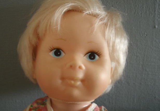 A boneca assombrada, estrela do seu próximo filme (Foto: Reprodução/eBay)