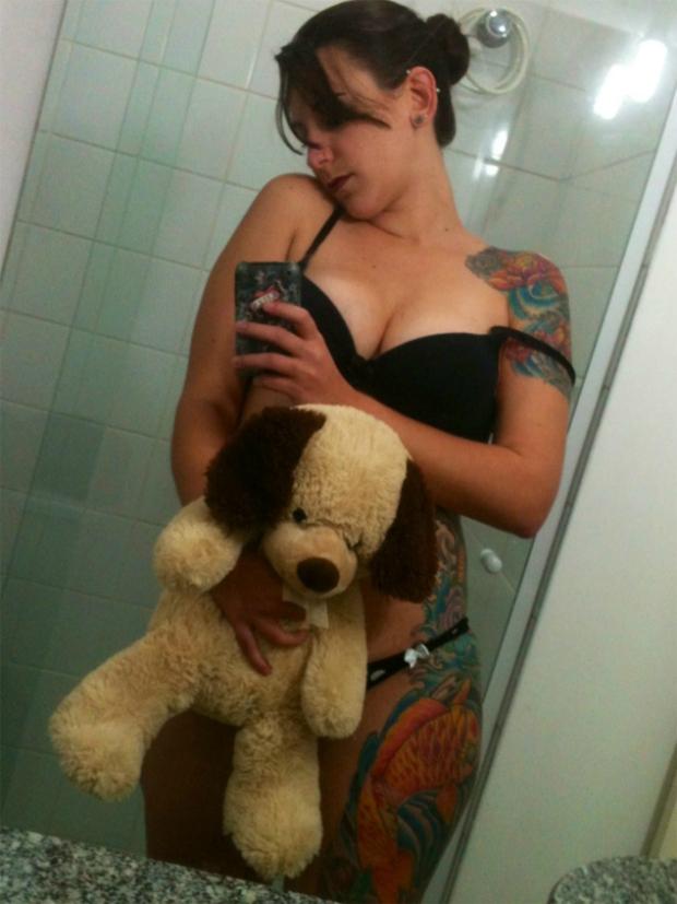 Lingerie, tatuagens e urso: o que chama mais atenção? (Foto: Reprodução) (Foto: Lingerie, tatuagens e urso: o que chama mais atenção? (Foto: Reprodução))