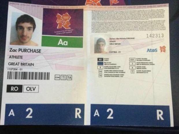 Crachás dos Jogos Olímpicos foram postados por atletas na rede (Foto: Reprodução)