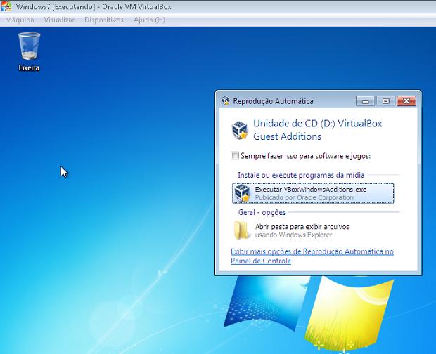 """Clique em """"Executar VBoxWindowsAdditions.exe"""" para iniciar a instalação (Foto: Reprodução/Edivaldo Brito)"""