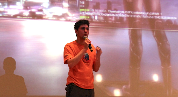 Amir Taaki do Bitcoin no palco do FISL (Foto: Nick Ellis)