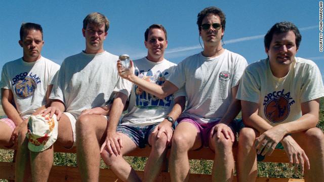 Foto de 1997, a única com o ângulo ligeiramente diferente (Foto: Reprodução)