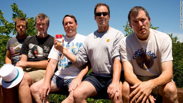 John Wardlaw, Mark Rumer, Dallas Burney, John Molony e John Dickson este ano, na comemoração de 30 anos do ritual (Foto: Reprodução)