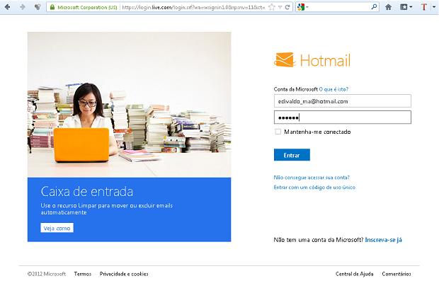 Acessando o Hotmail (Foto: Reprodução/Edivaldo Brito)