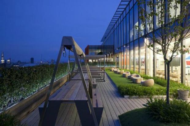 Parte externa tem jardim onde empregados podem plantar (Foto: Reprodução)