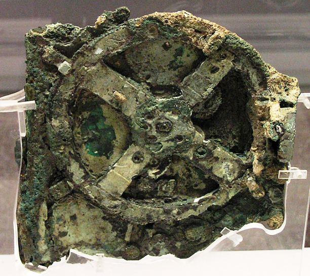Figura 1: Um dos fragmentos da máquina de Anticítera (da Wikipedia)