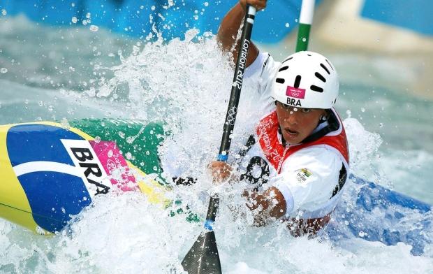 Brasileira Ana Satila participando da canoagem slalom nos Jogos Olímpicos de Londres (Foto: Reprodução/Reuters)
