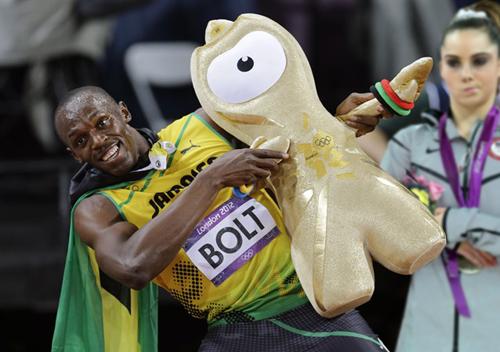 Sobrou até pra foto do Usan Bolt, lá estava McKayla Maroney com sua careta (Foto: Reprodução)