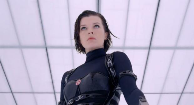 Milla em cena de Resident Evil Retribution (Foto: Reprodução)