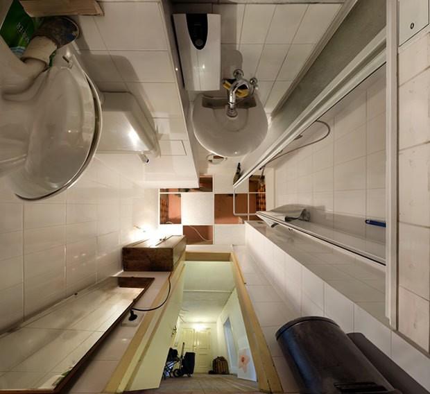 "Banheiro fotografado no ensaio ""From Below"" (Foto: Michael H. Rohde)"