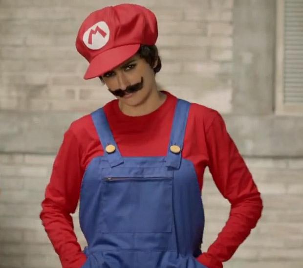 Penelope Cruz se veste de Mario Bros. (Foto: Reprodução)
