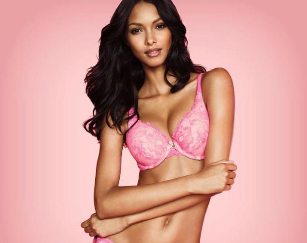 Modelo brasileira está no centro de polêmica no Facebook (Foto: Victoria's Secret)