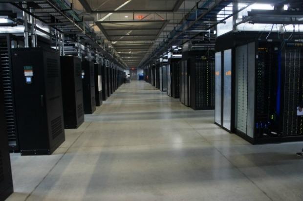 Os milhares de servidores ficam alocados no prédio (Foto: GigaOM)