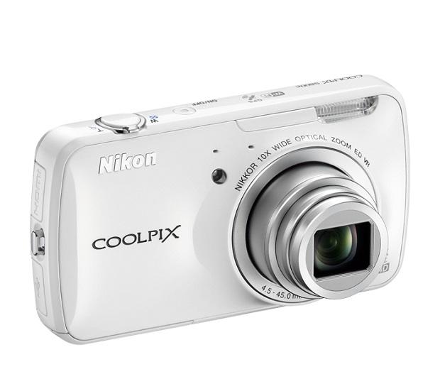 Com a Nikon S800c é possível tirar e compartilhar suas novas fotos com amigos e parentes nas redes sociais (Foto: Divulgação)