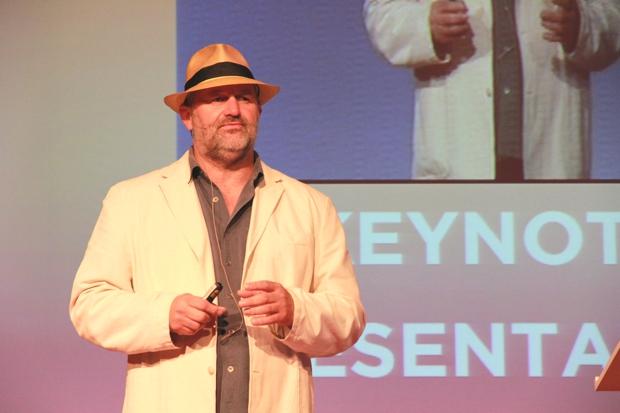 Executivo da Amazon falou sobre a capacidade de armazenar e processar dados em seus servidores (Foto: Allan Melo/TechTudo)