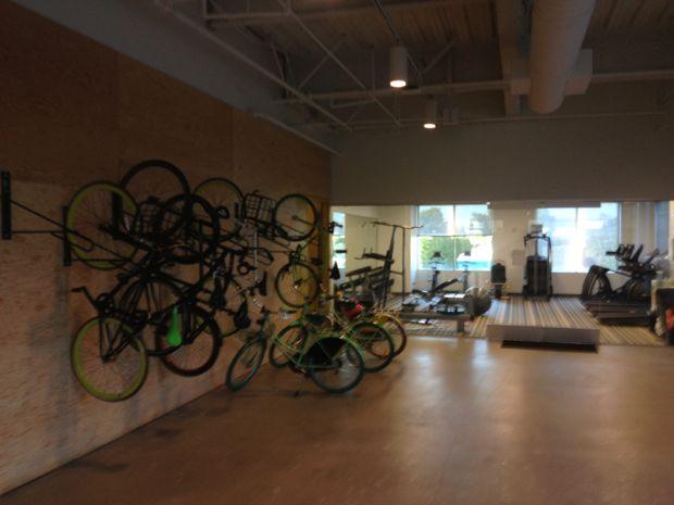 Bicicletário e academia de ginástica (Foto: Nick Ellis)