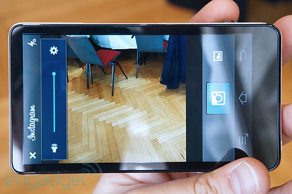Traseira da Galaxy Camera (Foto: Reprodução/Engadget)