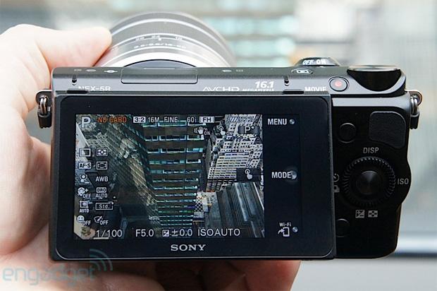 Sony NEX-5R (Foto: Reprodução/Engadget)