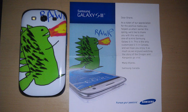 O Galaxy S3 recebido por Shane, com um desenho feito por ele mesmo. (Foto: Reprodução)