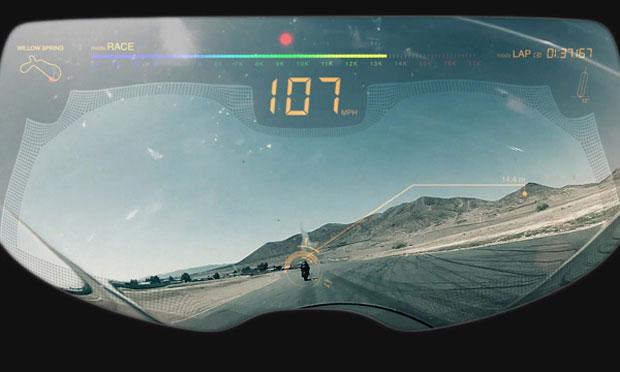 Sensores alimentam o visor do capacete com informações sobre o comportamento da moto (Foto: Reprodução)