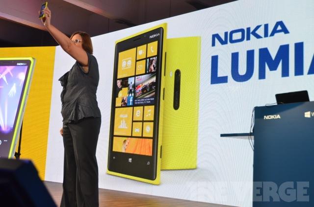 Windows Phone 920 (Foto: Reprodução / The Verge)