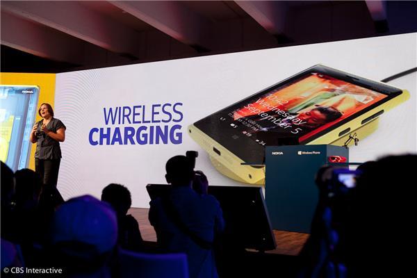 Carregador sem fios foi apresentado em evento da Nokia (Foto: CBS)