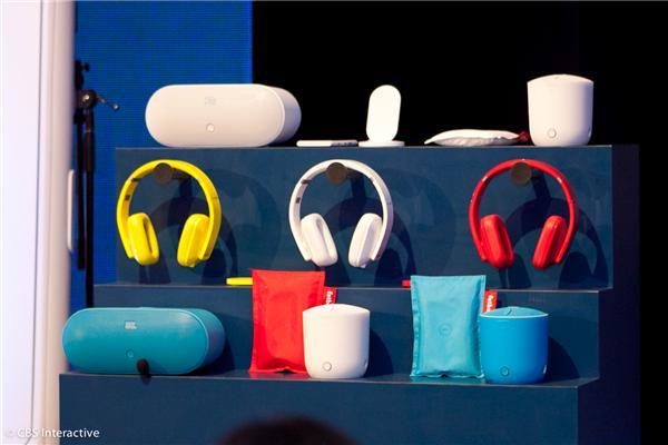 Diversos acessórios com wireless foram apresentados pela Nokia (Foto: CBS)