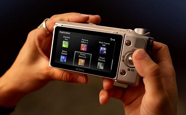 PlayMemories funciona como uma loja virtual direto na câmera (Foto: Reprodução)