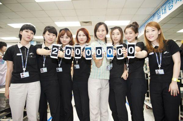 O Samsung Galaxy S3 ultrapassou a marca de 20 milhões de unidades vendidas em 100 dias (Foto: Reprodução/Engadget)