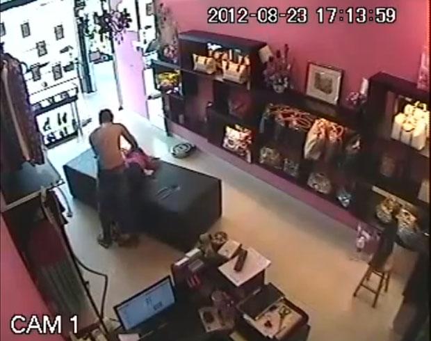 Imagens da mulher sendo agredida (Foto: Reprodução)