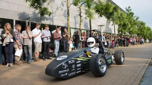 Carro tem desempenho que assusta muito esportivo a gasolina (Foto: Reprodução)