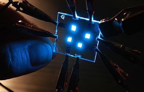 OLED emitindo luz azul (Foto: Reproduo)