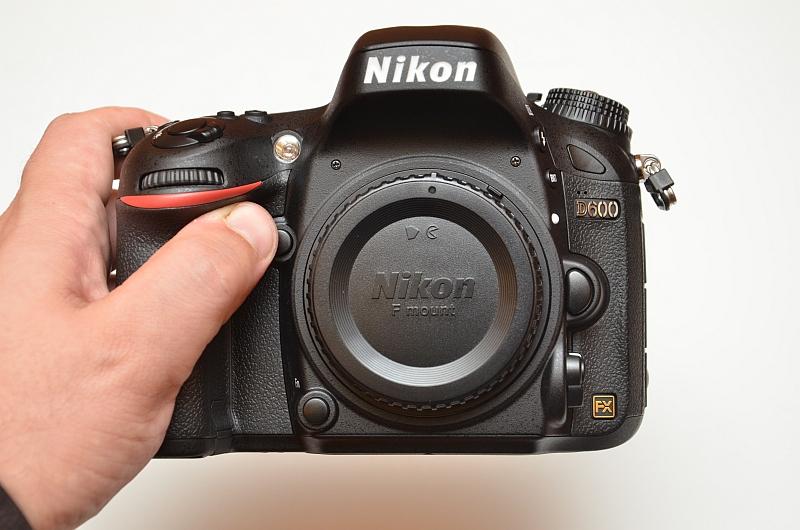 Nikon D600 é uma DSLR full-frame pequena (Foto: Reprodução/Photography Blog)