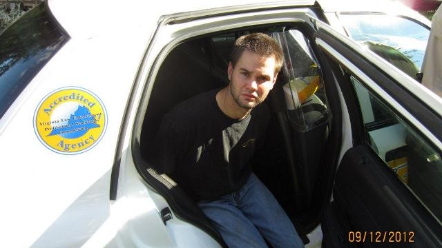 O suspeito sendo preso (Foto: Reprodução)