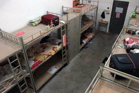 Dormitórios da Foxconn são fedidos, sujos e bagunçados (Foto: Reprodução) (Foto: Dormitórios da Foxconn são fedidos, sujos e bagunçados (Foto: Reprodução))