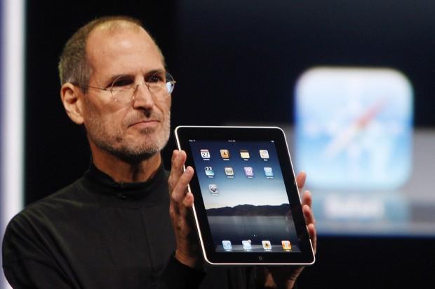 Steve Jobs apresenta o iPad.