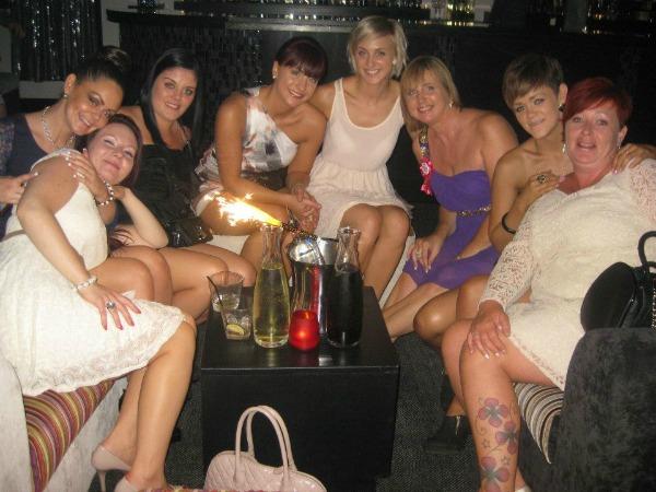 Mel realizou passeio de limusine com as amigas (Foto: Reprodução)