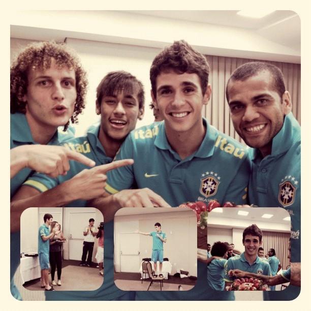 Neymar se declara viciado no Instagram e compartilha foto com companheiros da seleção brasileira (Foto: Reprodução/Instagram)