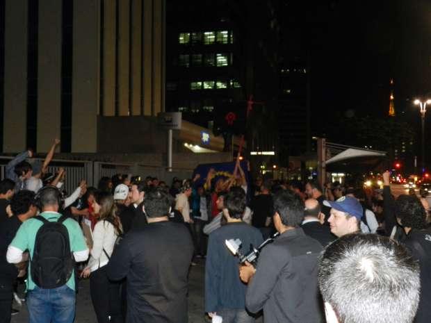 """A fila de fãs para o lançamento de """"Mists of Pandaria"""" se estendeu por uma quadra da Av. Paulista (Foto: Alexandre Silva/TechTudo)"""