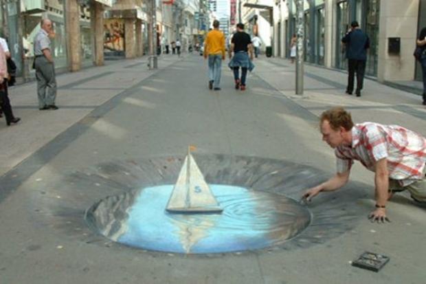 Buraco fictício desenhado na rua (Foto: Reprodução)