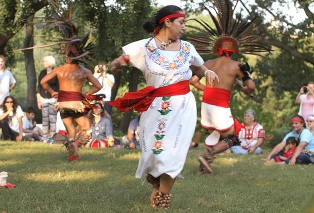 Nativa americana dançando no Central Park (Foto: Brandon Stanton)