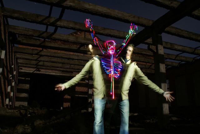 Esquelo de luz se liberta de corpo (Foto: Janne Parviainen)